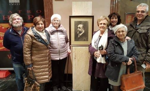 La familia Guillén Fernández dona un cuadro al Teatro Chapí