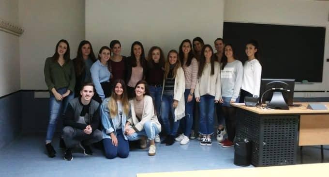 Las campañas sobre recogidas de excrementos caninos propuestas por estudiantes de la Universidad de Murcia, disponibles en la biblioteca Miguel Hernández