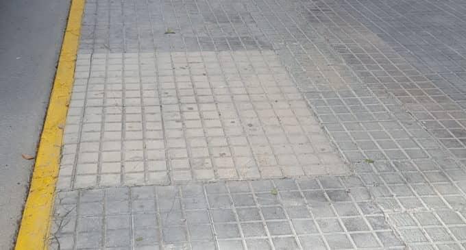Un árbol de quita, que no de pon en la calle Corredera