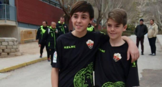 Los jugadores del Villena Cf, Moya y Barceló juegan contra la sub 12 de la Comunidad Valenciana