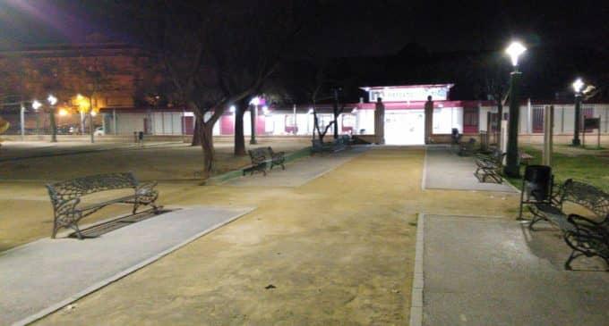 El Ayuntamiento destina 16.000 euros en la modificación de 68 luminarias en varios parques