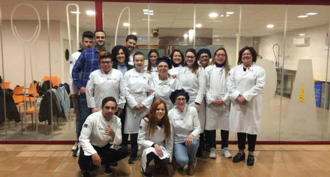 Finaliza el curso de ayudantes de cocina y camareros del CdT