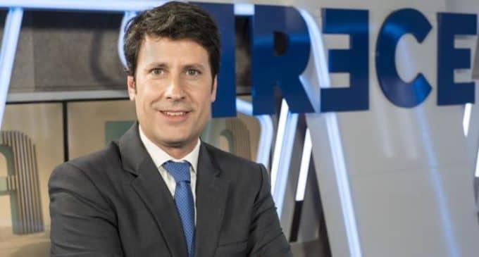 El director de informativos de Trece Televisión y Cope se compromete a visitar la Hermandad Amor y Esperanza
