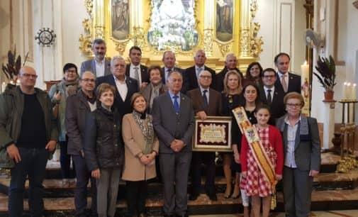 La Junta de la Virgen acredita a Antonio Ferriz como Socio de Honor