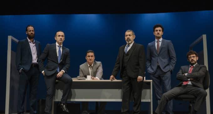 """""""Smoking room"""", en el Teatro Chapí de Villena"""