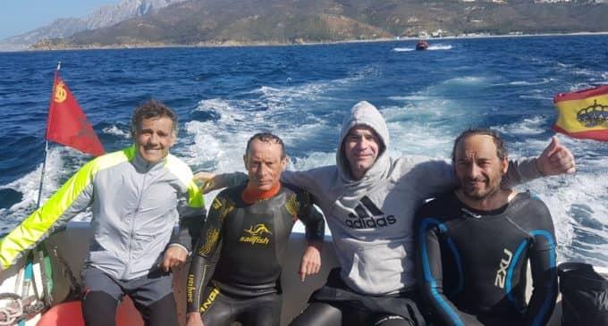 El villenense Pepe Cabanes culmina  el cruce a nado del estrecho de Gibraltar