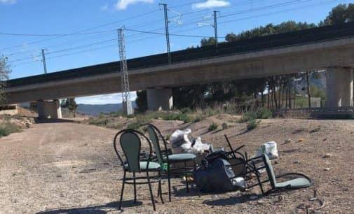 El PSOE denuncia la retirada  de contenedores de basura fuera del casco urbano
