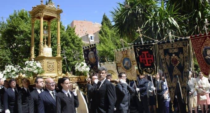 Los Caballeros y Damas del Corpus Christi portarán la custodia del siglo XVII en la procesión del 3 de junio