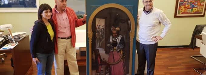 Julio Guillén cede un cuadro del pintor villenense Hermógenes Esquembre