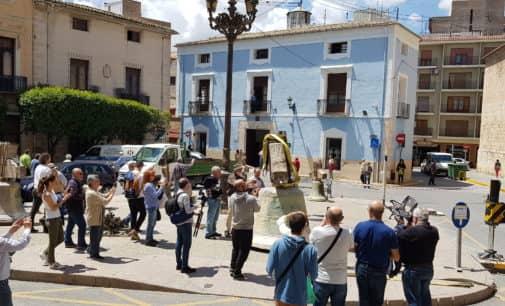 Emplean más de tres horas en retirar las seis campanas de la iglesia de Santiago