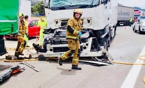 Colisionan dos camiones en la A-31 tras el túnel de Villena