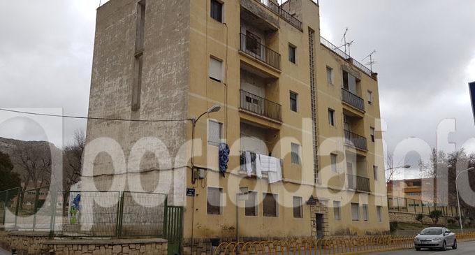 Desalojan el edificio de los antiguos maestros de la calle San Sebastián