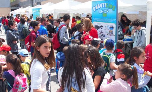 1.500 alumnos de distintas poblaciones participan en el Certamen de Robótica organizado en el IES Hermanos Amorós