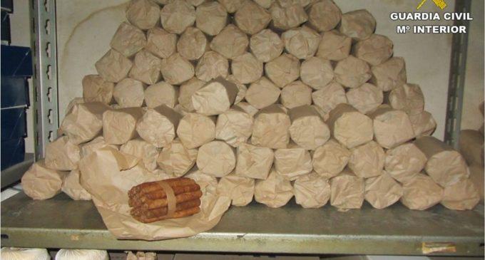La Guardia Civil requisa 4.620 puros caliqueños en un establecimiento textil de Villena