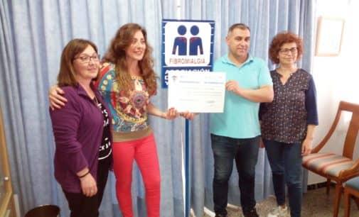 El Villena CF entrega a AFIVIC 1085 € del partido benéfico