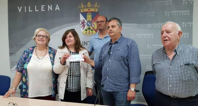 Villena Cuéntame entrega a la asociación de Fibromialgia 3.520 € de su acción solidaria