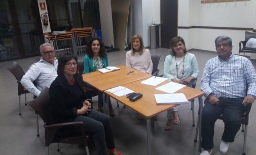 Encuentro de la Comisión de Salud del Foro Económico y con la gerente del departamento de Elda, Vicenta Tortosa