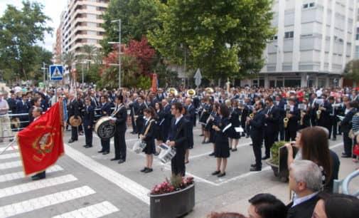 Espectacular desfile de bandas conmemorativo de la Sociedad Musical Ruperto Chapí
