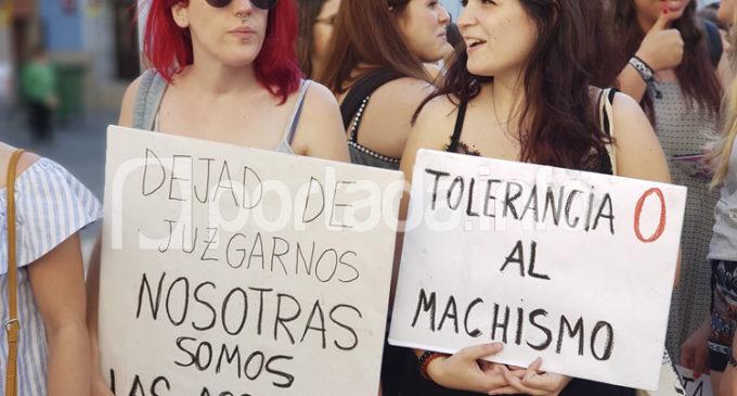 Cientos de personas se concentran contra la libertad de La Manada en Villena