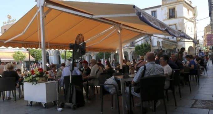 El Ayuntamiento modifica la ordenanza para eliminar los veladores fijos de la vía pública