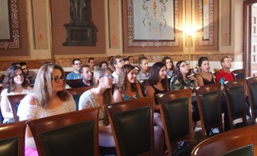 26 jóvenes se incorporan a la plantilla municipal en Villena para un año