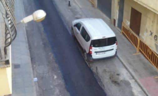 El PSOE denuncia la «chapuza» del parcheado de la calle José María Soler