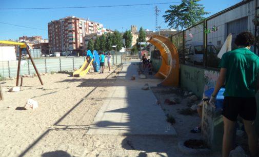 El IES Antonio Navarro Santafé realiza diversas tareas de mantenimiento en el parque Recre-arte