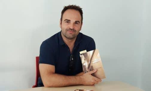 «Oscuras luces de septiembre», la primera novela de Javier Samper  ambientada  en Villena