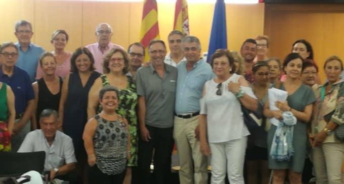 Apadis y Conselleria firman un convenio de servicios de atención social para  personas con diversidad funcional