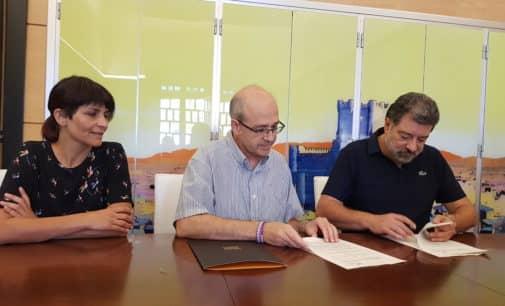 El IES Valle de Elda firma un acuerdo de colaboración con Villena para la realización de prácticas en Turismo