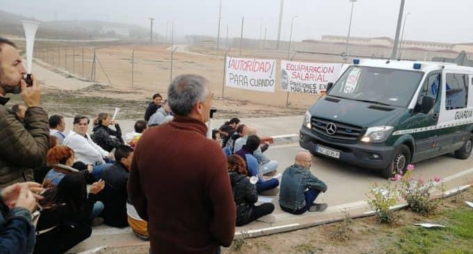 Los funcionarios de prisiones inician concentraciones a las puertas de la cárcel de Villena