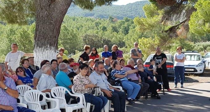 La Asociación de Colonos de Sierra Salinas restaura un reloj de sol