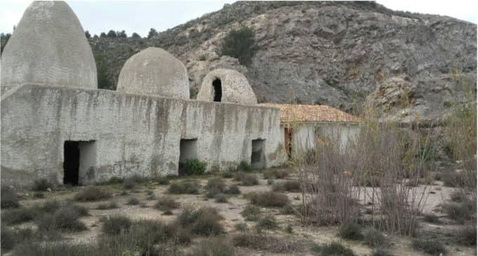 El PSOE pide  parar la degradación de los hornos de yeso