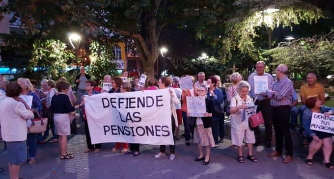 La Plataforma local de Villena por unas pensiones dignas reanuda las concentraciones en la plaza de María Auxiliadora