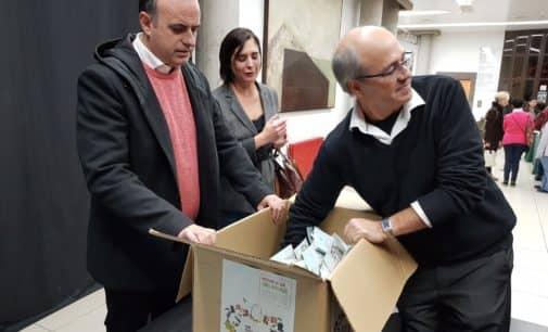 Teresa Sirera Barceló se alza con el premio de la campaña de uso de la bolsa ecológica de la Asociación de Comerciantes