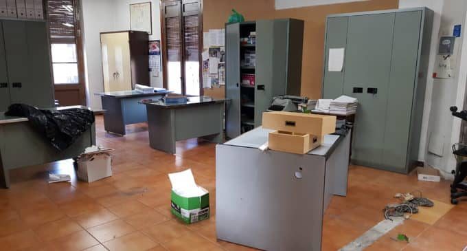 Comienza el desalojo de la primera planta del Ayuntamiento de Villena