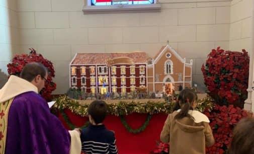 Numeroso público acudió a la inauguración del belén de los Salesianos