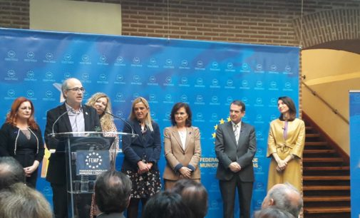 La Vicepresidenta del Gobierno entrega a Villena el premio a las buenas prácticas contra la violencia de género