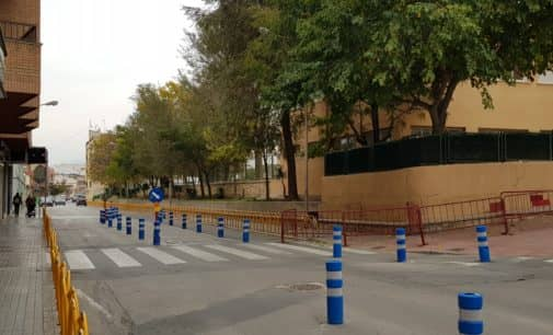 El Ayuntamiento eliminará un tramo del muro del colegio La Celada