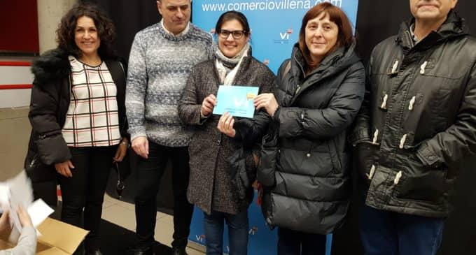 María Urbano gana los 1.000 euros en compras en el sorteo de la Asociación de Comerciantes