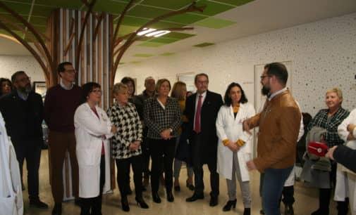La consellera de Sanidad destaca en su visita la remodelación de los paritorios del Hospital de Elda