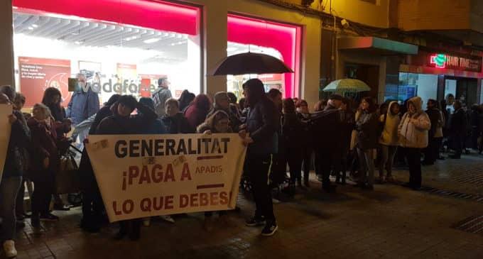 Apadis mantiene las protestas por los impagos de Conselleria