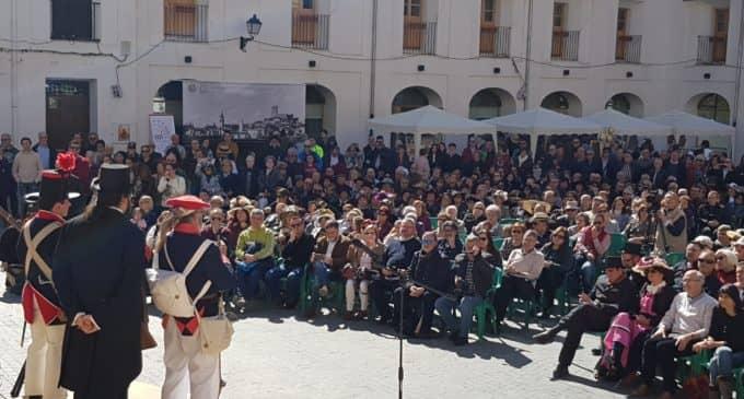 El siglo de Las Luces llena la plaza Mayor de Villena