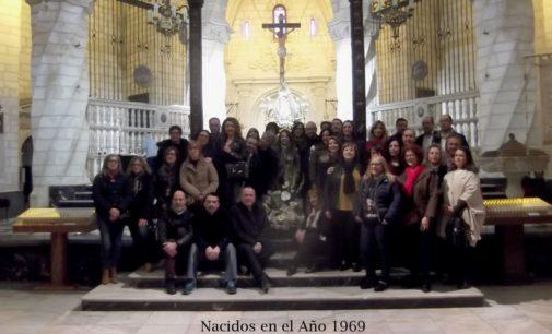 La Generación del 69 realiza una ofrenda a la Patrona