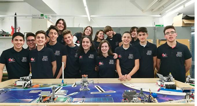 El equipo de robótica del IES Hermanos Amorós, en la primera edición de Up! Steam de la UPV y la Real Academia de Ingeniería