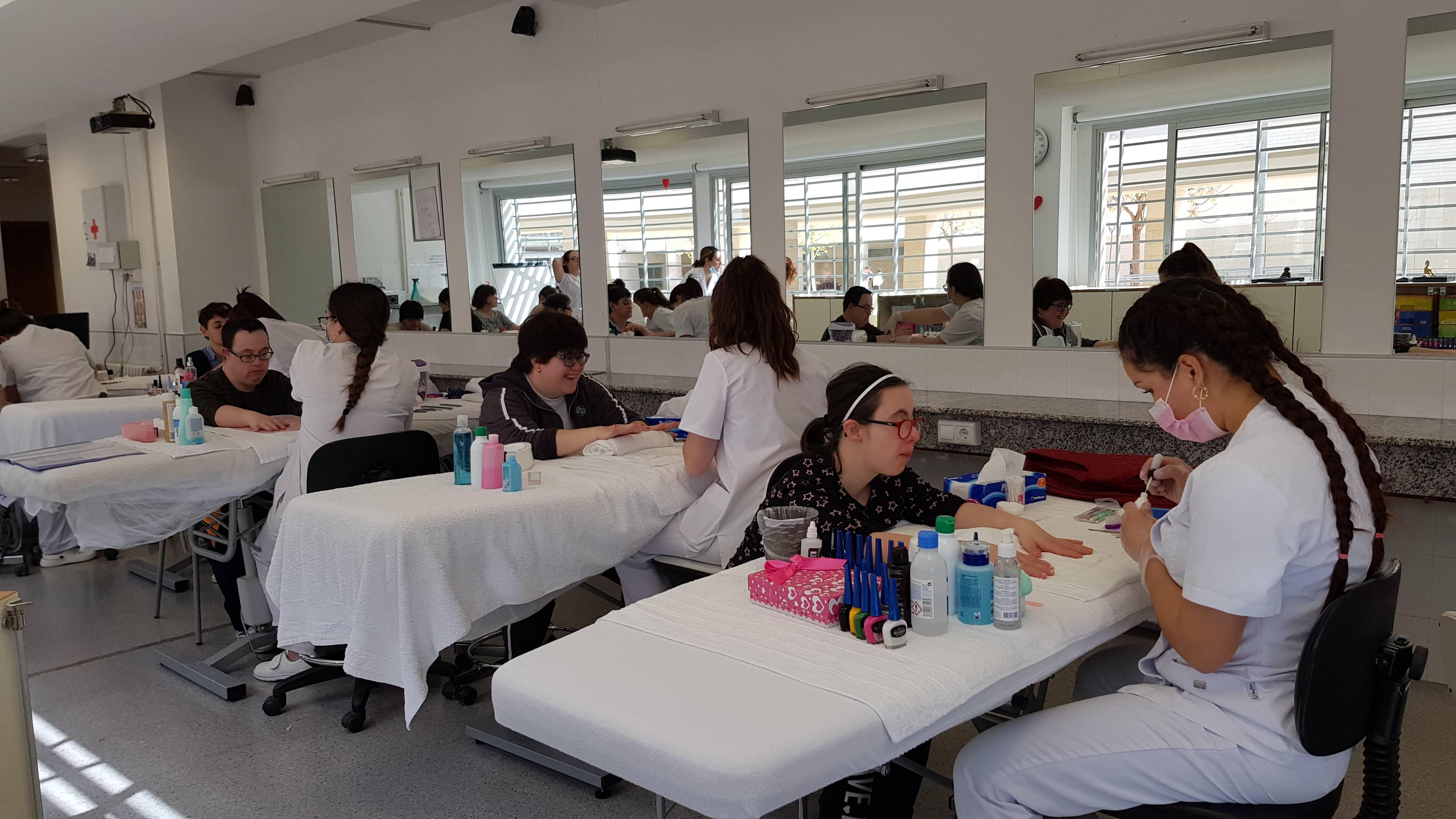Alumnas Del Ciclo Formativo De Estética Del Ies Las Fuentes