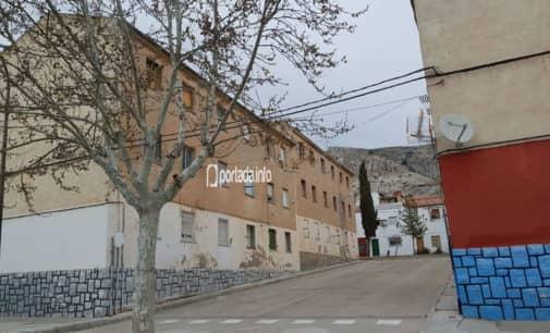 Contratarán a 12 personas para adecuar los jardines del barrio San Francisco de Villena