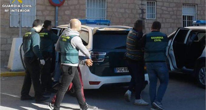 La Guardia Civil detiene en Villena y Novelda a siete personas por robos en explotaciones agrícolas y en naves industriales