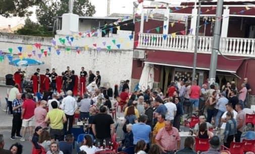 Un éxito de gente y buen ambiente en la primera fiesta de inauguración del verano en Las Virtudes