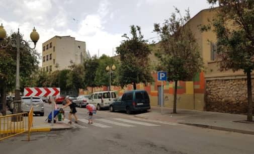 Las encinas de la calle La Virgen siguen afectadas por la cochinilla